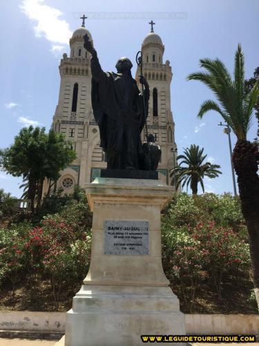 La statue de Saint Augustin